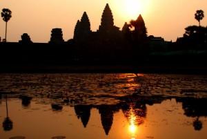 V osrcju indokine-Kambodza_Angkor Wat - osnovna stran
