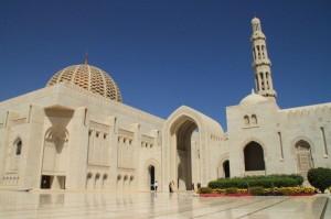 Oman - Mogočna Sultanova mošeja v Muscatu