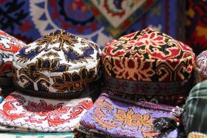 Svilena cesta-Uzbekistan-Tubeteika-moško uzbeško pokrivalo-Ana Marija Grbanović