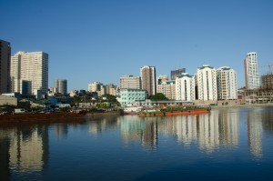 Manila-Pogled na enega izmed centrov Manile, reka Pasig je ena glavnih prometnih žil
