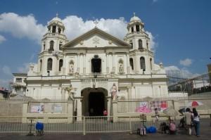 Quiapo bazilika-Pogled na Quiapo baziliko, kraj upanja za mnoge