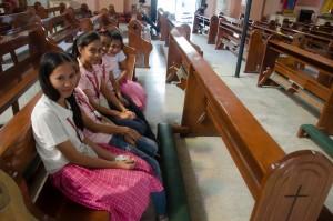 Manila-Srečanje v katedrali