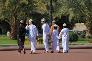 Omanci v dišdaših