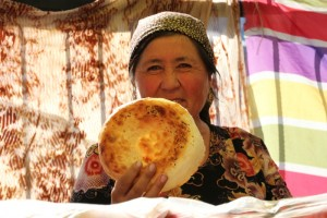 Centralna Azija-Kirgizija, ženica in kruh