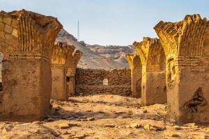 Iran puščava ob Yazdu  172468052 300x200 - Zakaj v Iranski pravljici ni vključen Teheran
