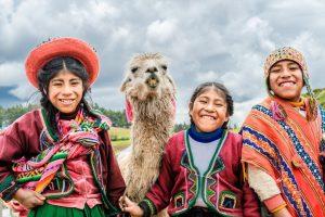 Peru otroci 300x200 - Južna Amerika – poezija narave in strast do življenja
