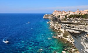 Korzika-Bonifaccio in modrina morja