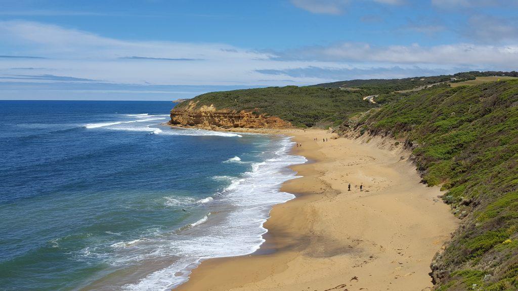 2. Pogled na enega izmed številnih zalivov na samem začetku poti. Raj za surferje