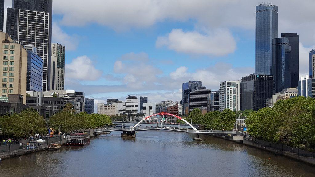 2. Prestolnica države Viktorija se nahaja ob reki Yarra, ki teče skozi središče mesta