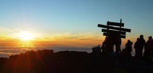 Tanzanija-Kilimanjaro-sončni vzhod na vrhu