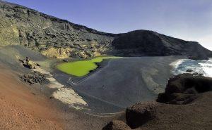 08-Lanzarote -naravni amfiteater zelenega jezera in črne plaže