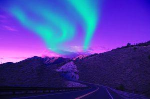 Islandija-polarni sij-gora in cesta