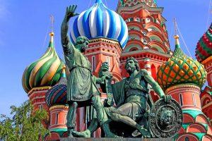 Rusija-Mosva-spomenik pri ruski katedrali