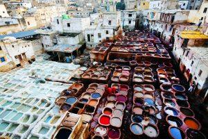 Maroko-tradicionalno barvanje blaga v Fezu